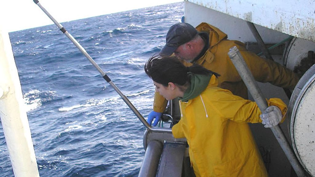 Samanta Villar aprende las técnicas del mar