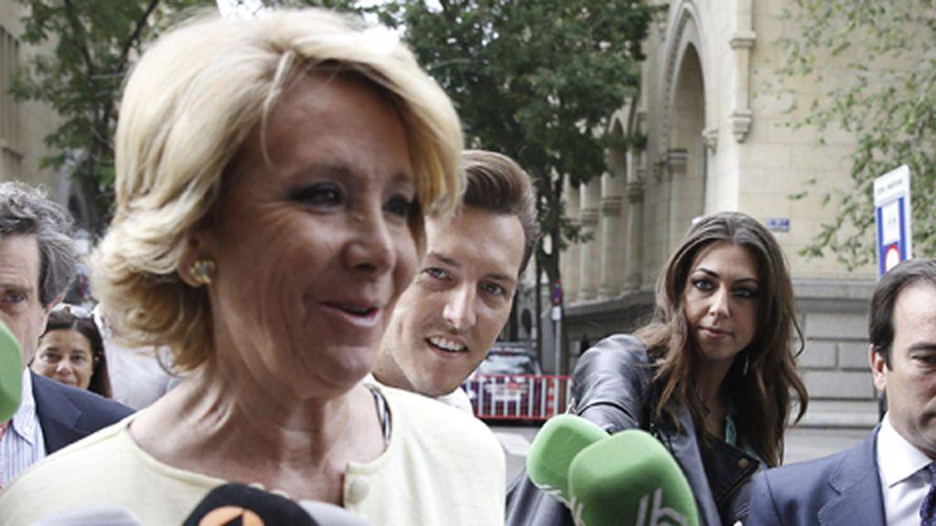 Esperanza Aguirre llega a la investidura en el Ayuntamiento de Madrid