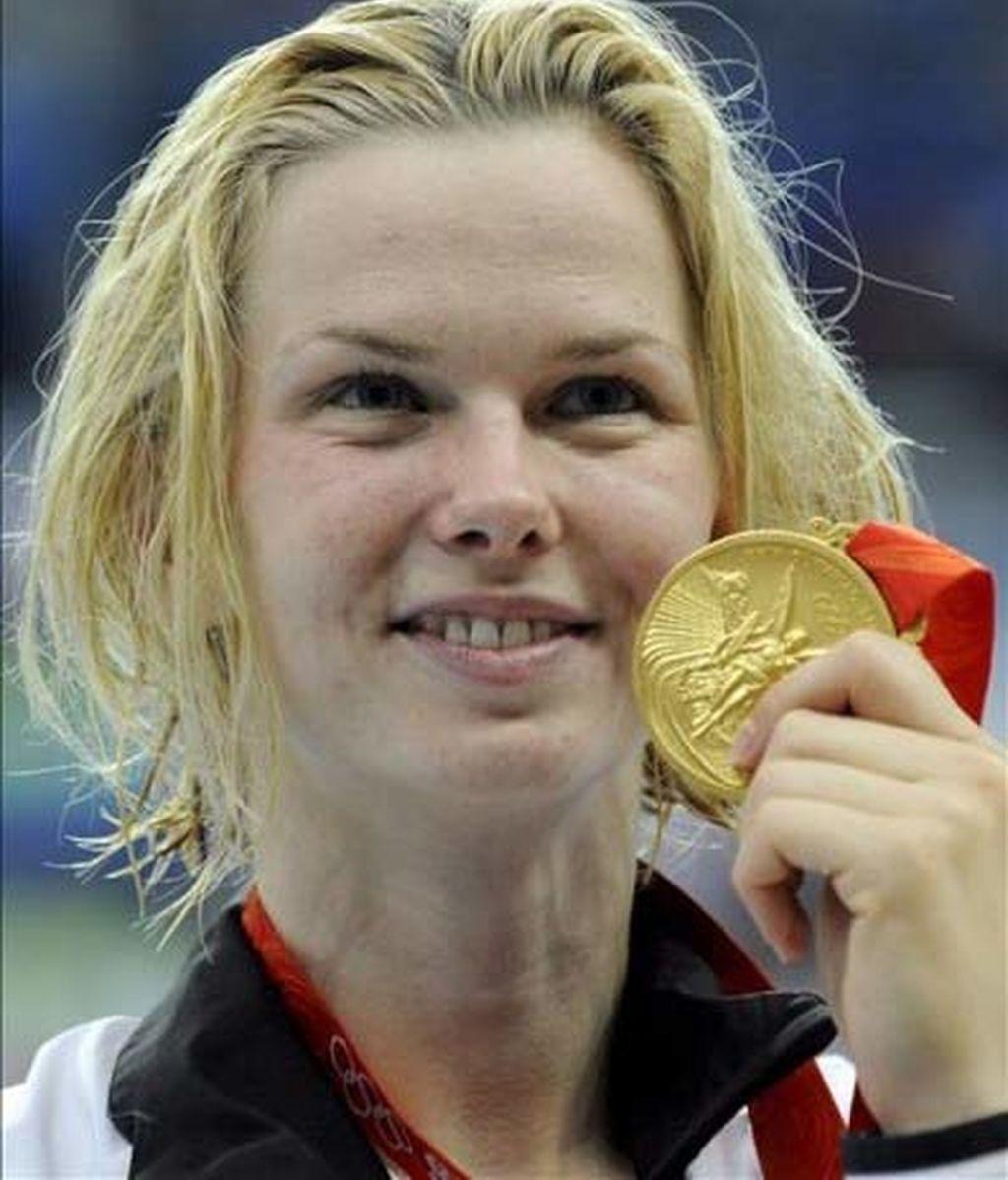Britta Steffen dobla su medalla en los 50 metros libre de natación