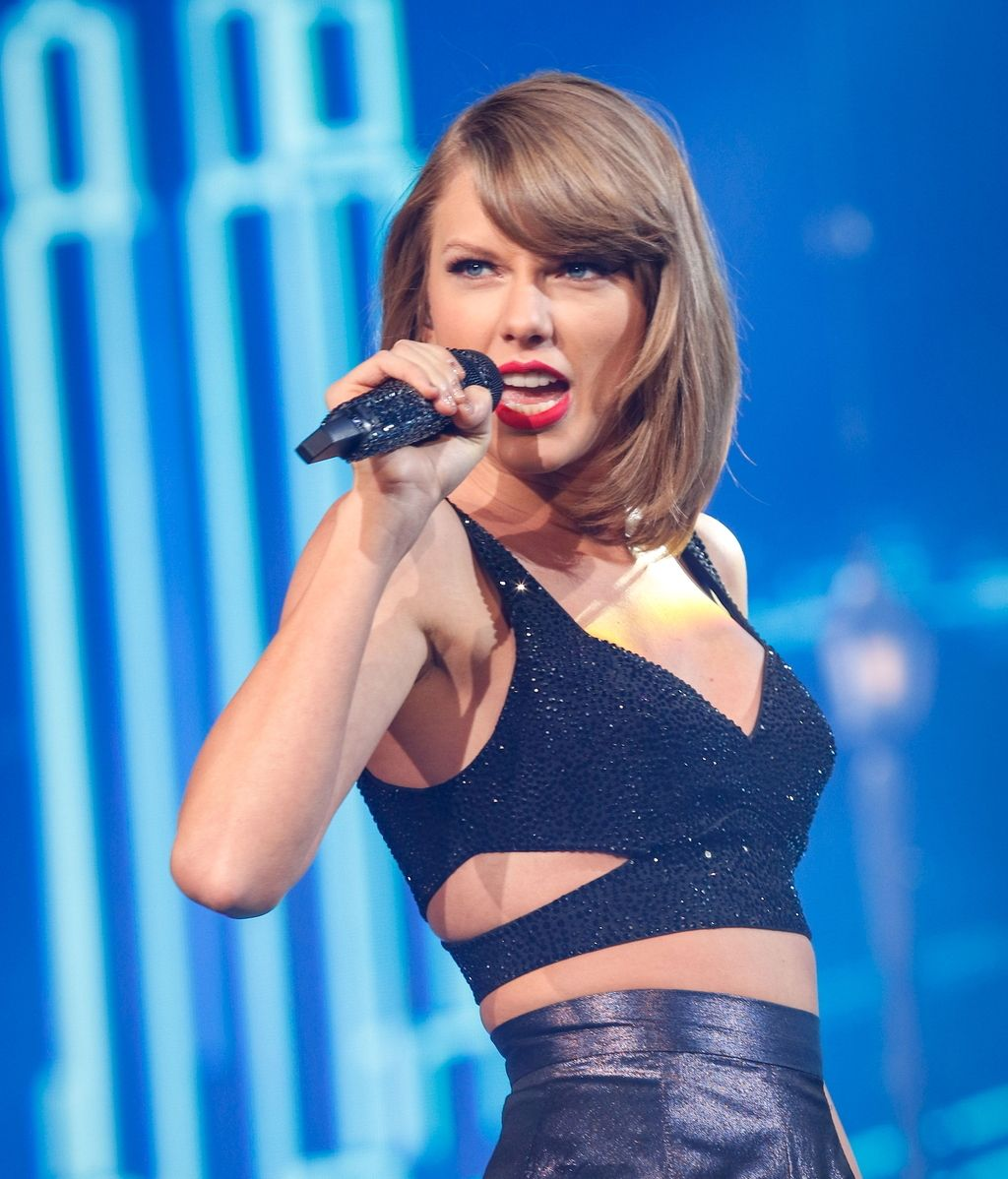 Taylor Swift estrena con éxito 'Out of the Woods'