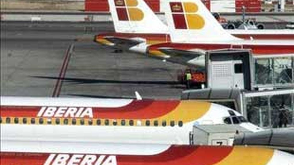 """Los pilotos han desmentido que hagan una """"huelga de celo"""". Vídeo: Informativos Telecinco."""