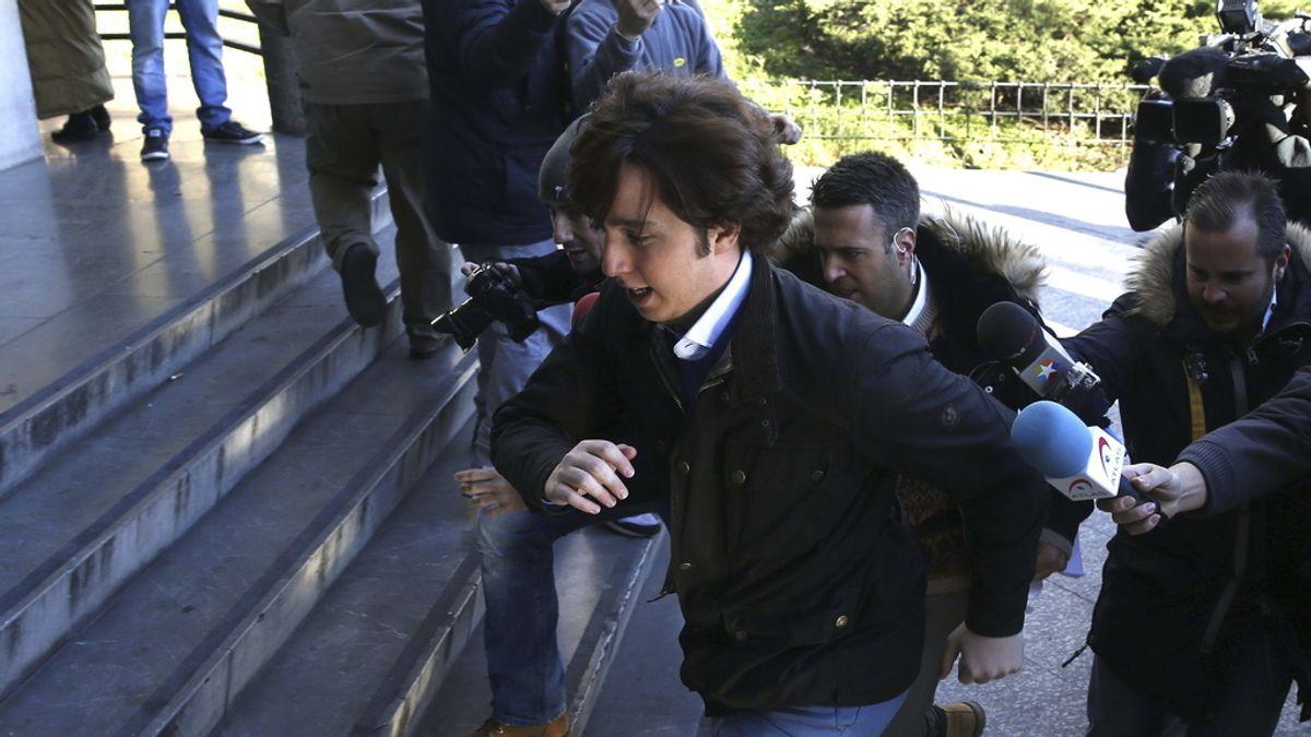 Francisco Nicolás Gómez Iglesias a su llegada a los juzgados