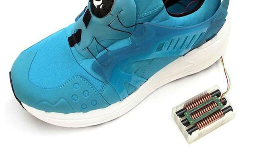 Inventan un zapato que almacena la energía  que se genera al caminar