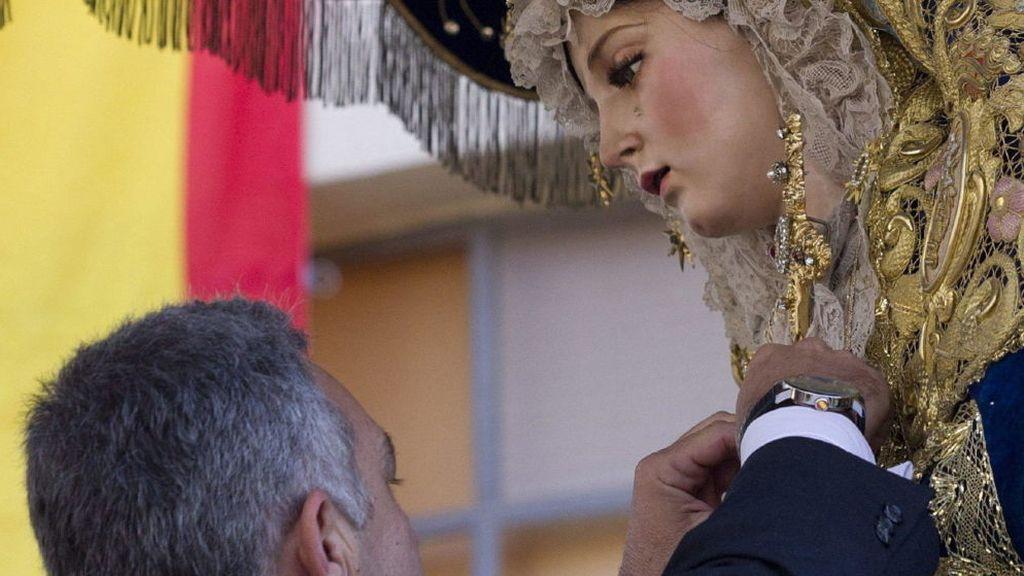 Acto de imposición de la medalla al Mérito Policial a la virgen María Santísima del Amor