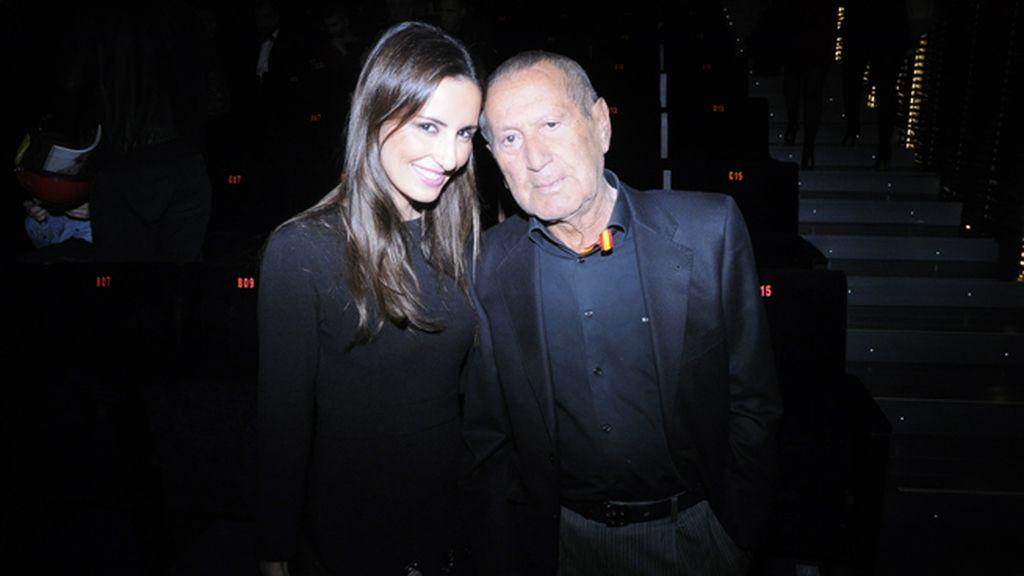 Mónica de Tomás posando junto al gran Elio Berhanyer