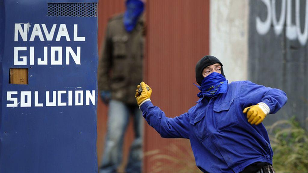 Cargas policiales en la Naval de Gijón