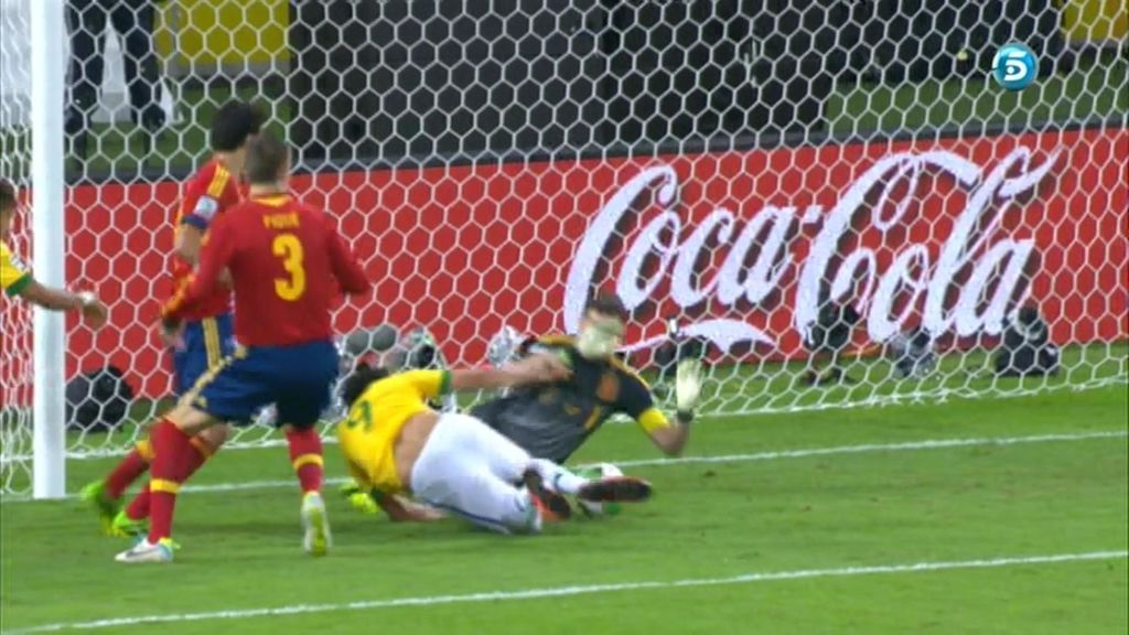 Fred adelantó a Brasil en el minuto 1