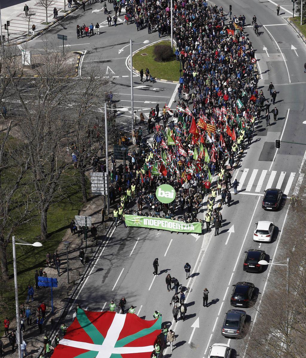 Miles de personas se manifiestan en Pamplona por el independentismo vasco
