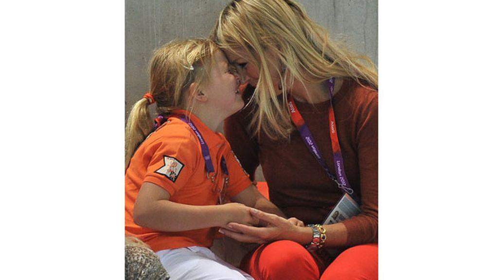 Máxima de Holanda con su hija Amalia