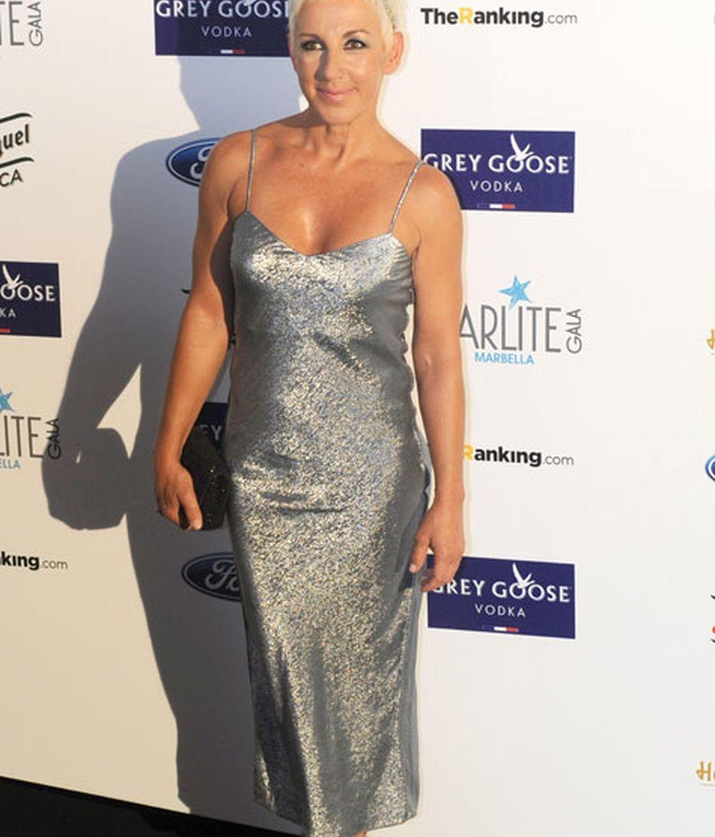 Ana Torroja también lució un vestido gris metalizado