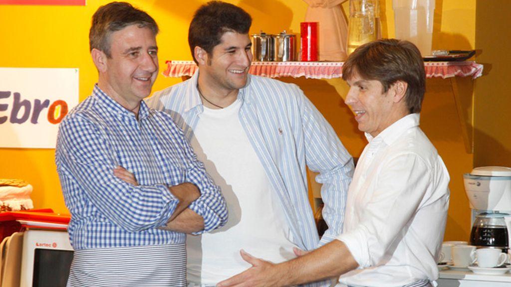 El periodista Ramón Aranguena y Julián Contreras Jr. también echaron una mano a los toreros