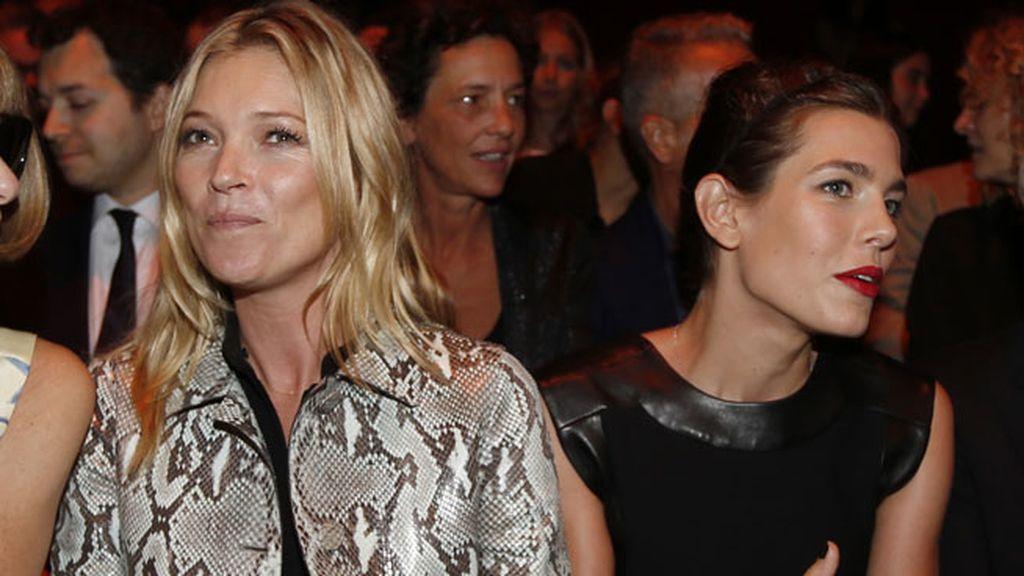 Y bien acompañada por otra 'it girl', la modelo Kate Moss