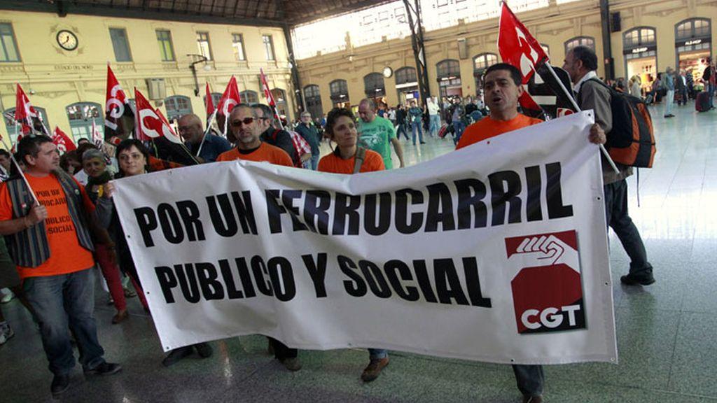 Huelga de Renfe contra los recortes de personal en los trenes públicos