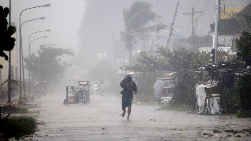 El 'Hagupit' deja cuatro muertos a su paso por Filipinas