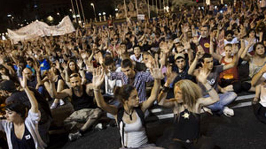 Los indignados han despedido la acampada de sol con una manifestación por el centro de la ciudad. Vídeo: Informativos Telecinco