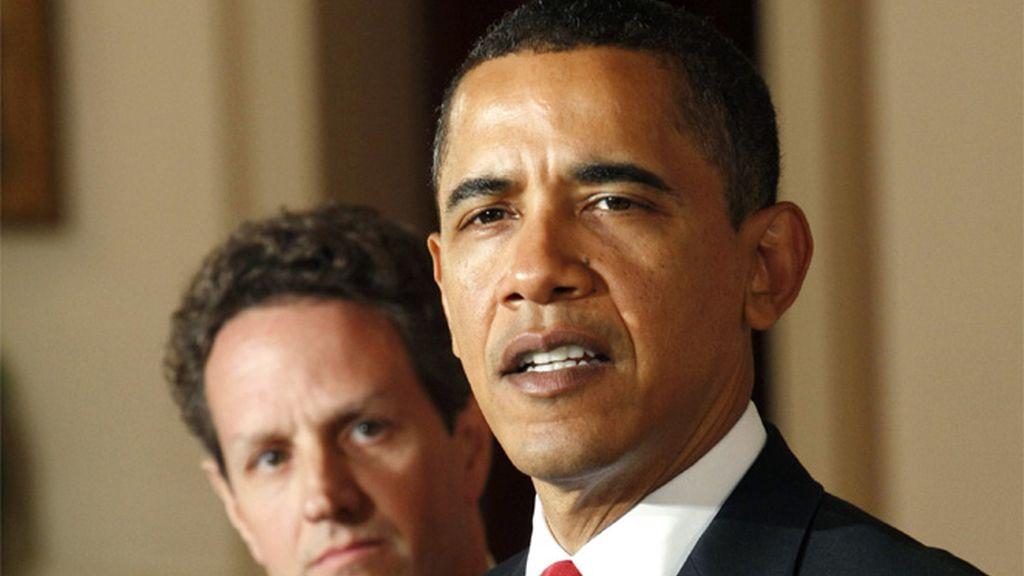 Barack Obama y Timothy Geithner en rueda de prensa