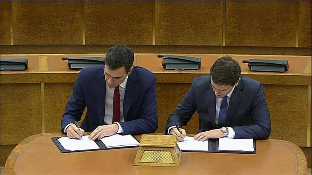 Pedro Sánchez y Albert Rivera firman su pacto de investidura