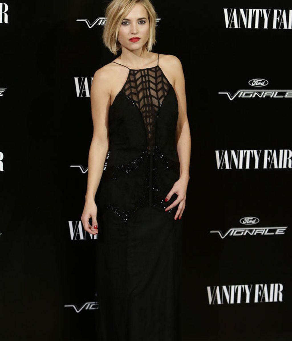 Ana Fernández muy sexy con un vestido negro