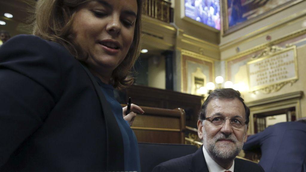 La vicepresidenta, Soraya Sáenz de Santamaría, junto al presidente del Gobierno, Mariano Rajoy.