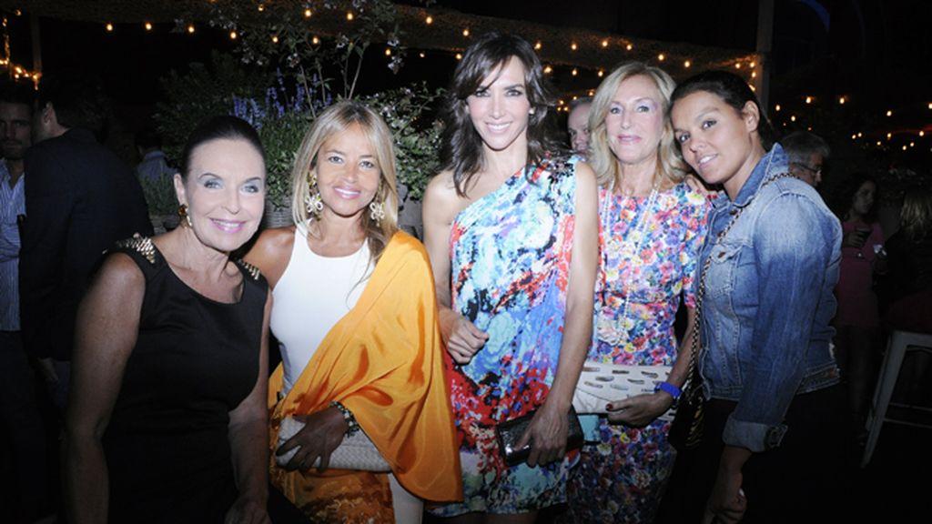 Coqui Font, Beatriz García Vaquero, Paloma Lago, Mari Vázquez y Adriana Penedo
