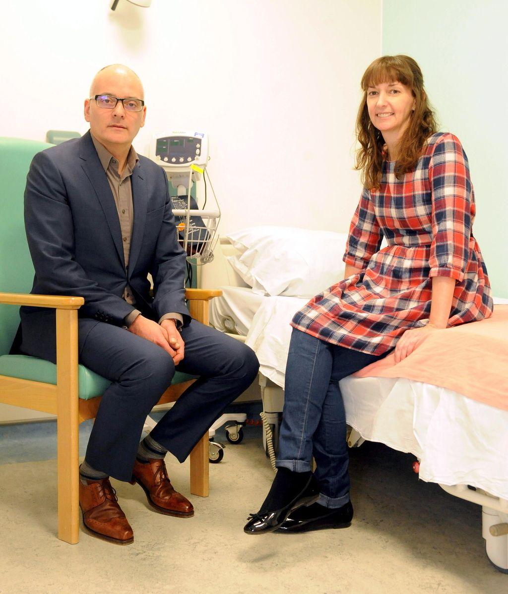 """La enfermera británica recuperada del ébola asegura estar """"muy feliz de estar viva"""""""