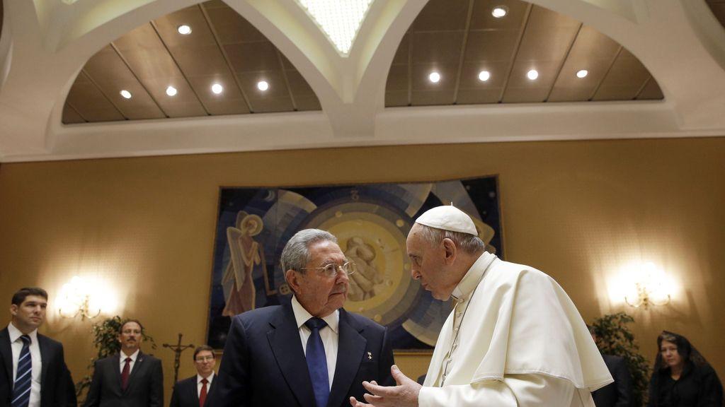Raúl Castro y el Papa Francisco se reunen en El Vaticano