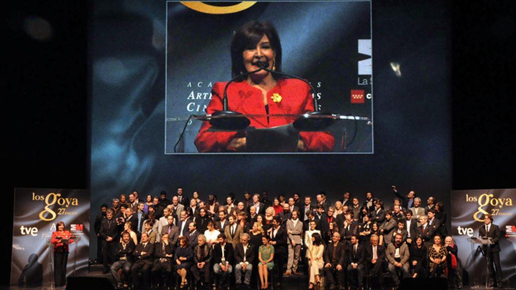 """Concha Velasco, que reconoció que """"el cine le gusta más que la vida"""", recibió una gran ovación del público"""