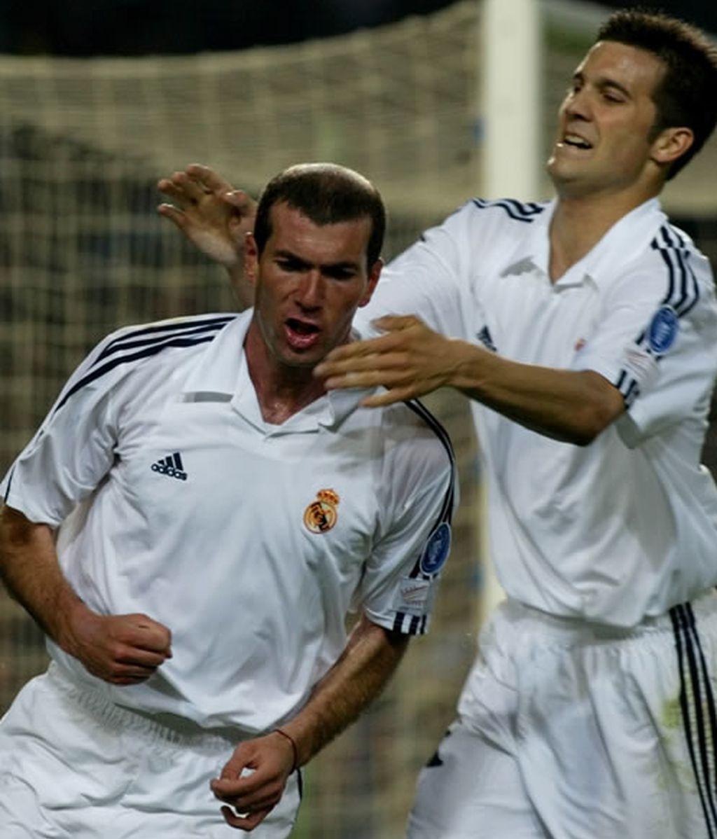 Zidane y Solari celebran un gol (2002)