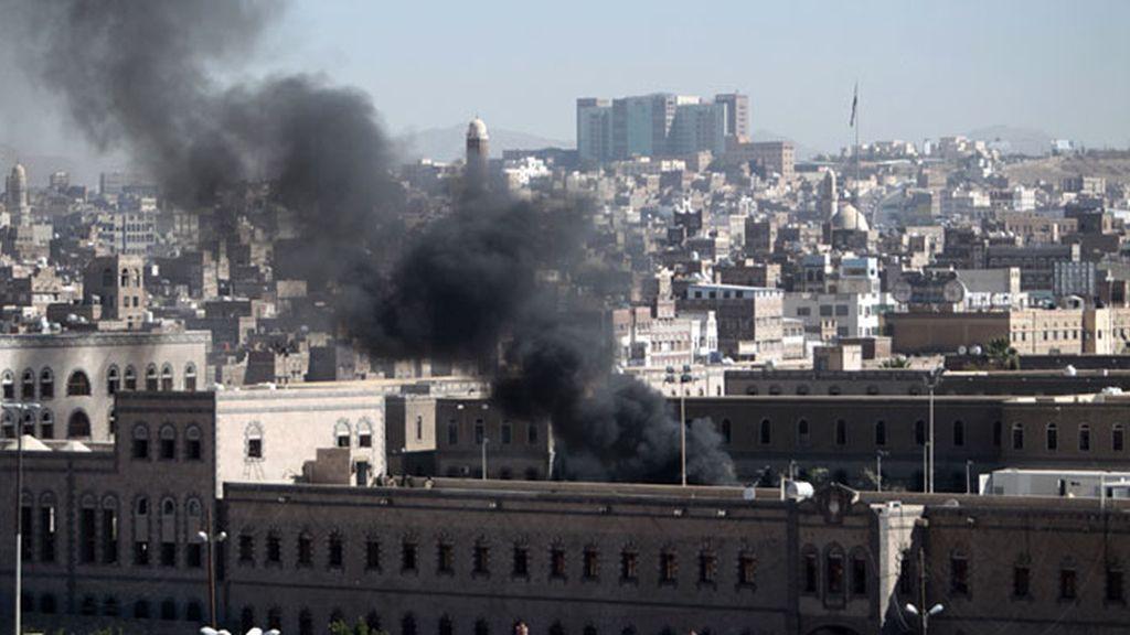 Yemen, atentado en el Ministerio de Defensa