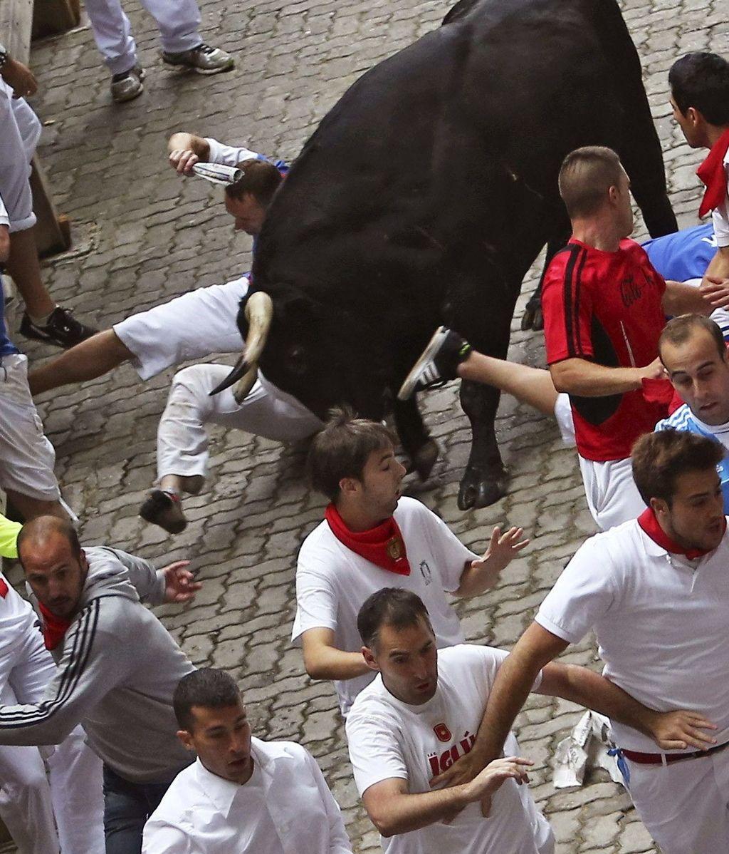 El tercer encierro deja dos cogidos por asta de toro