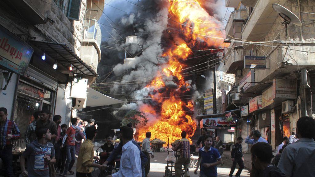 Incendio en una gasolinera en Aleppo (Siria)