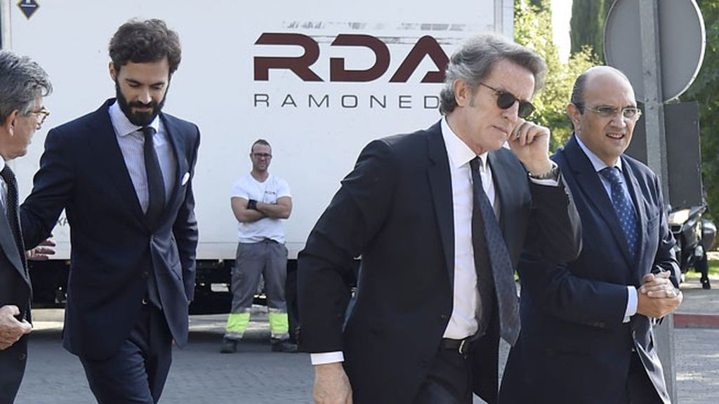 Alfonso Díez y Enrique Solís acuden este martes al tanatorio