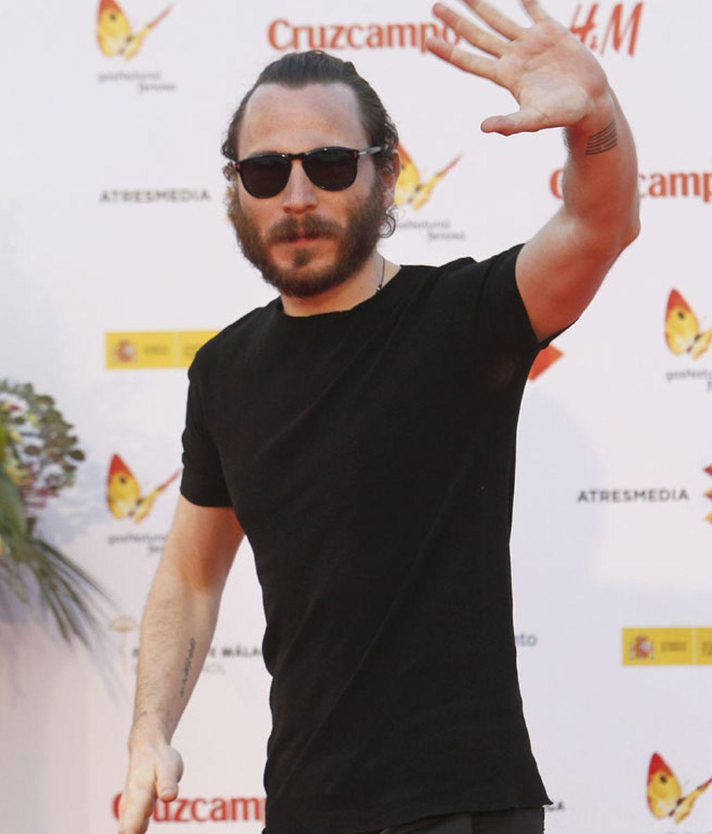 El actor Rubén Ochandiano, con barba y pelo recogido