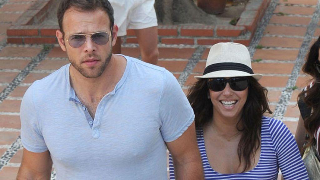 Eva Longoria ha paseado junto a su chico por Marbella