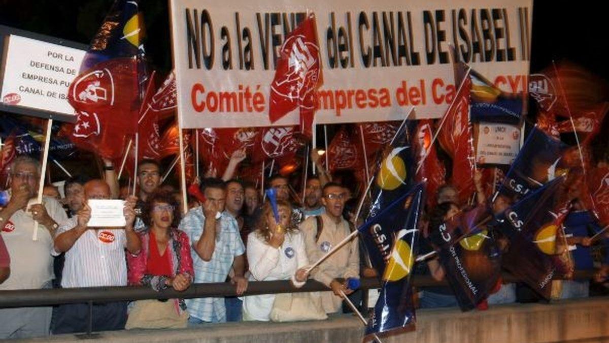 Imágenes de la manifestación frente a los Teatros. Foto: EFE