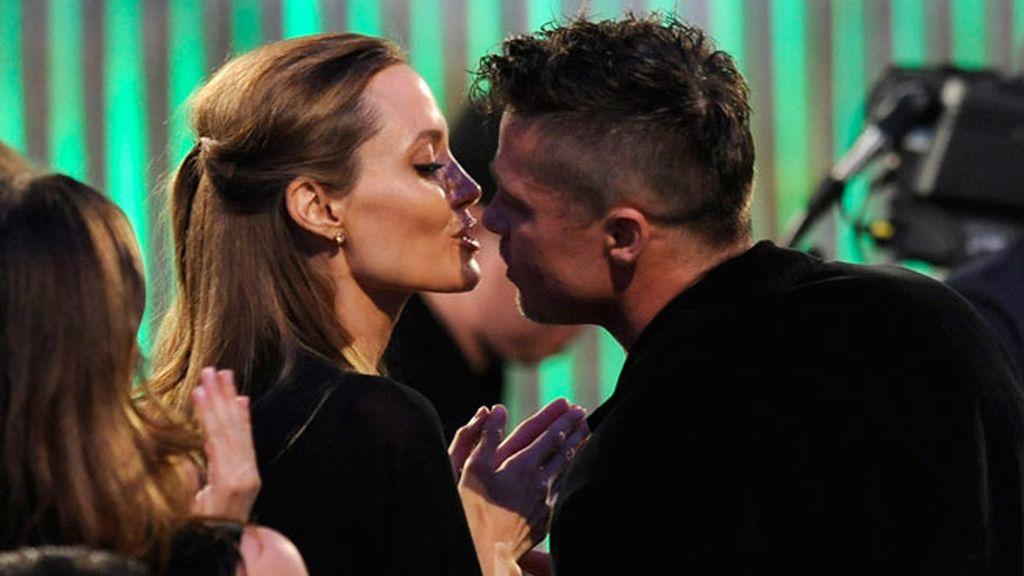 Brad Pitt y Angelina Jolie, cariñosos durante la gala