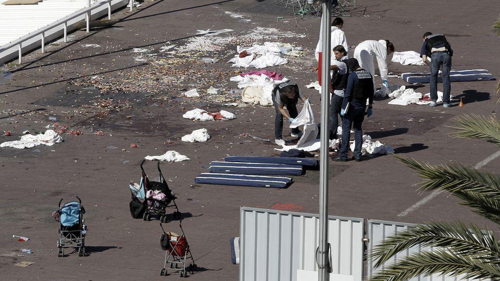 Más de 80 muertos tras ser arrollados por un camión en un atentado terrorista