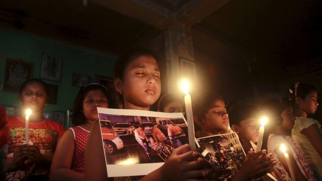 India rinde homenaje a los fallecidos en los atentados en Francia
