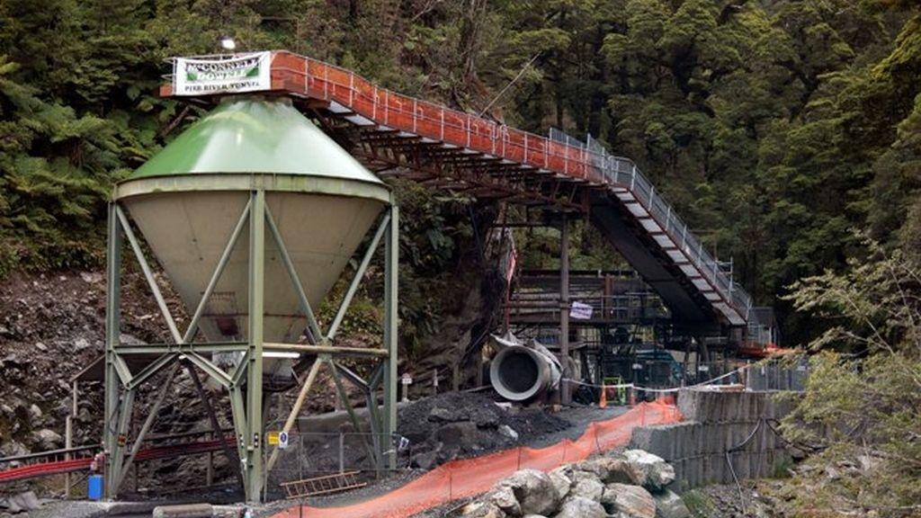 Dificultades para rescatar a los mineros atrapados en un mina en Nueva Zelanda