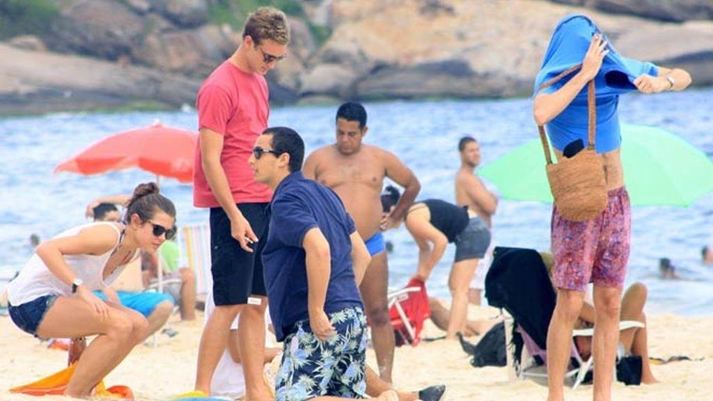 Los Casiraghi lucen tipo en la playa