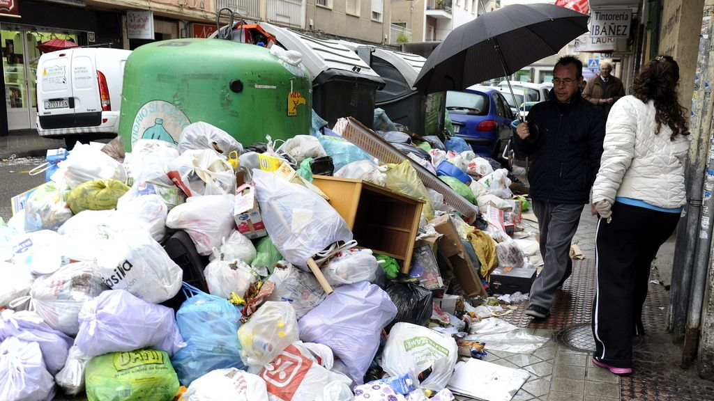 Principìo de acuerdo para el fin de la huelga de basuras en Granada