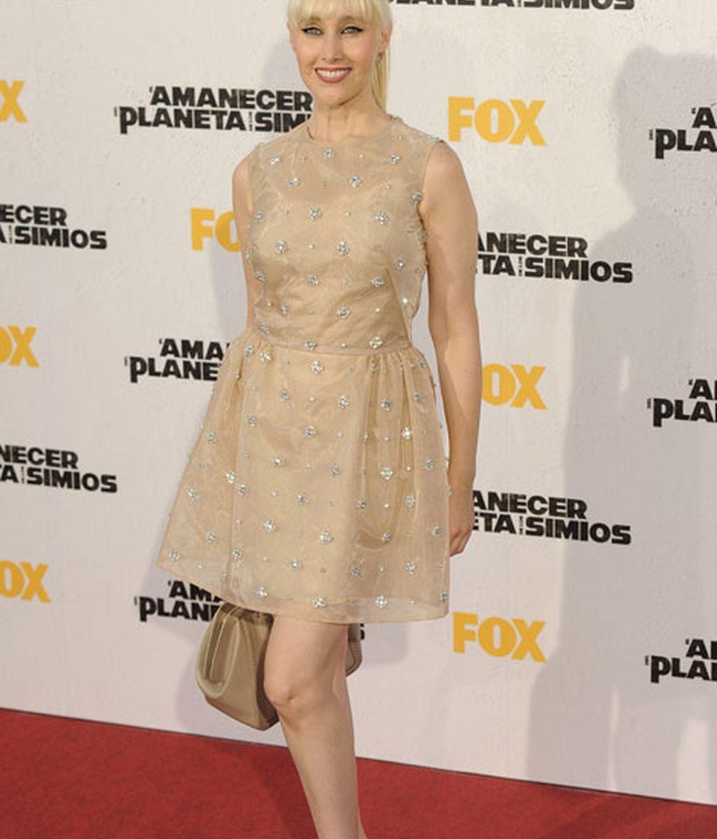 La cantante Geraldine Larrosa con vestido dorado y zapatos en 'nude'