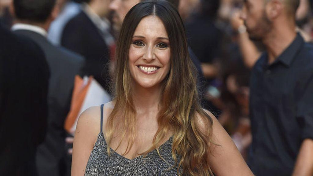 La periodista Adela Úcar, muy guapa, se decantó por el gris y el azul