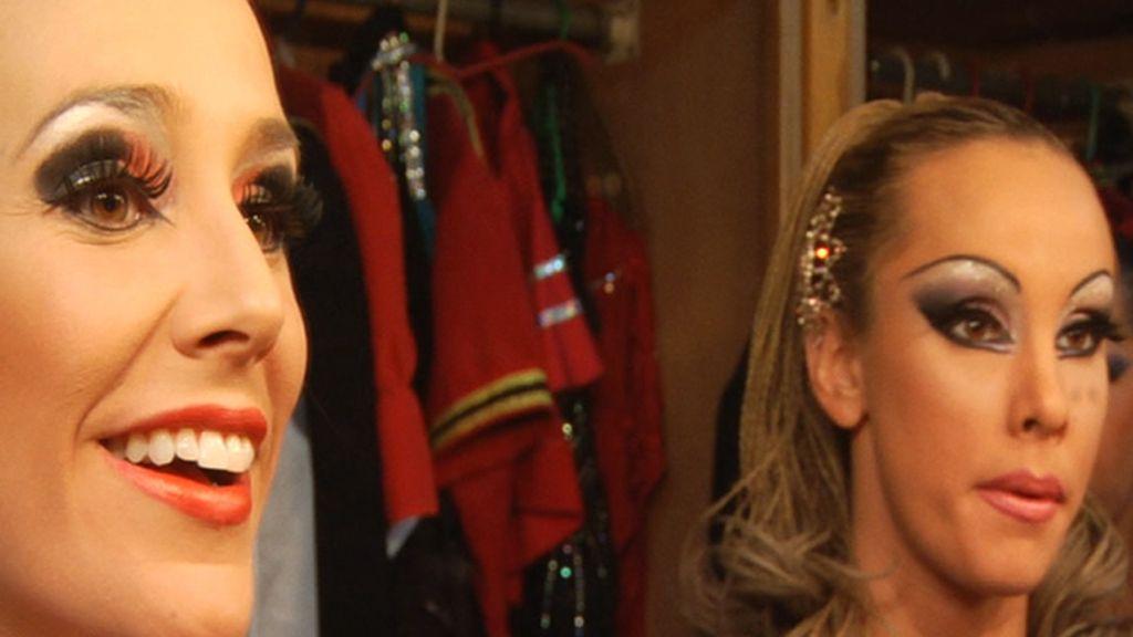 Adela, maquillada antes de la actuación