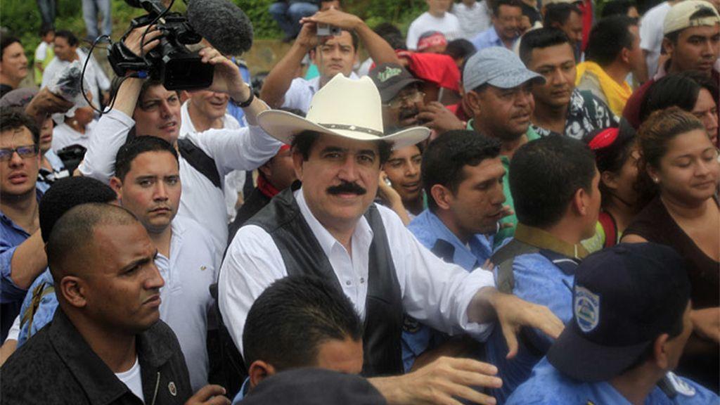 Zelaya en la frontera con Honduras