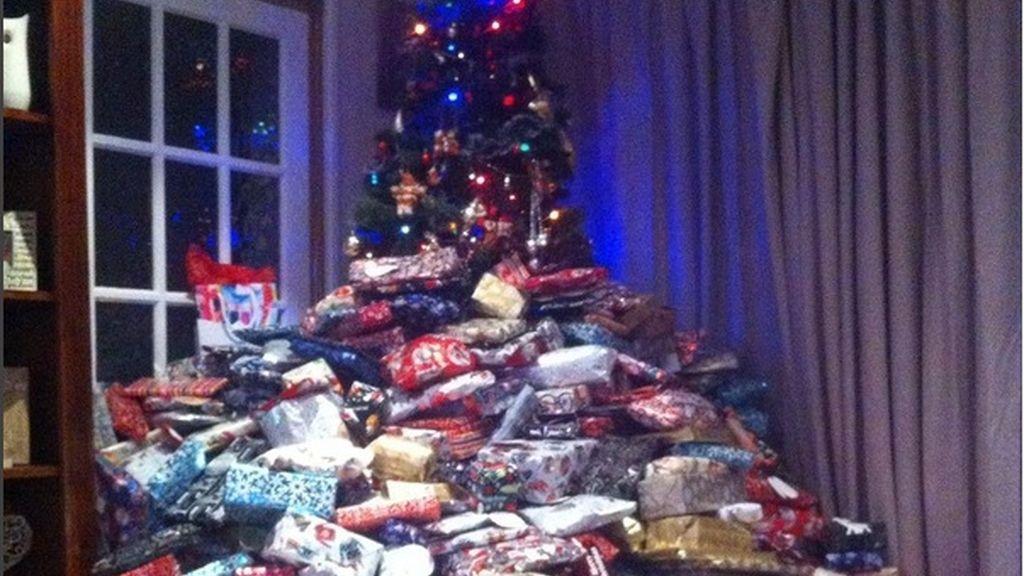 Compra 300 regalos de Navidad a sus hijos y se vuelve viral
