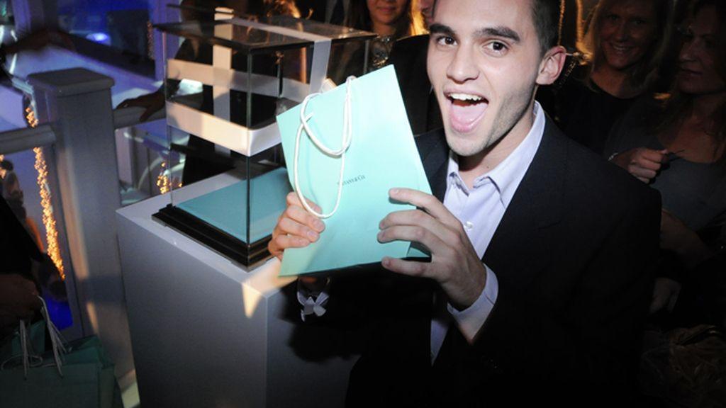 Federico Sáinz de Robles, otro afortunado posando con su bolsa de Tiffany´s