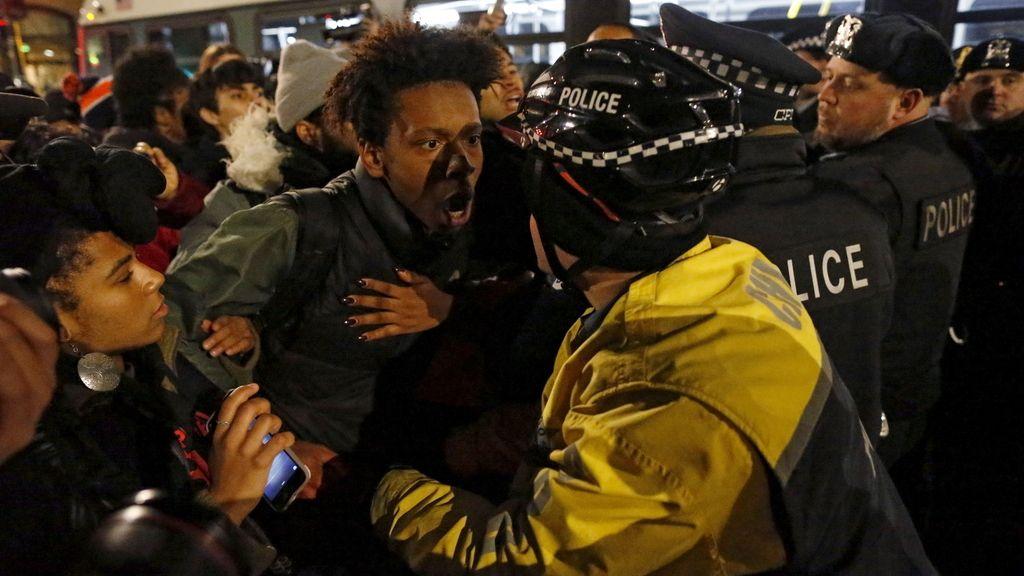 Protestas en EEUU tras la difusión de un vídeo de un policía matando a tiros a un joven negro