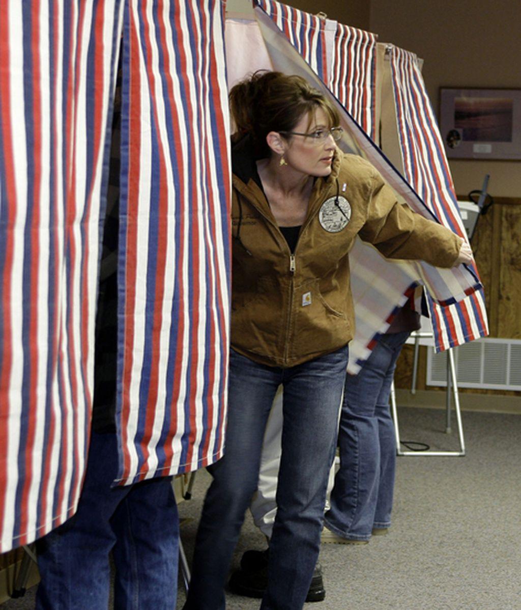 Palin vota en Alaska