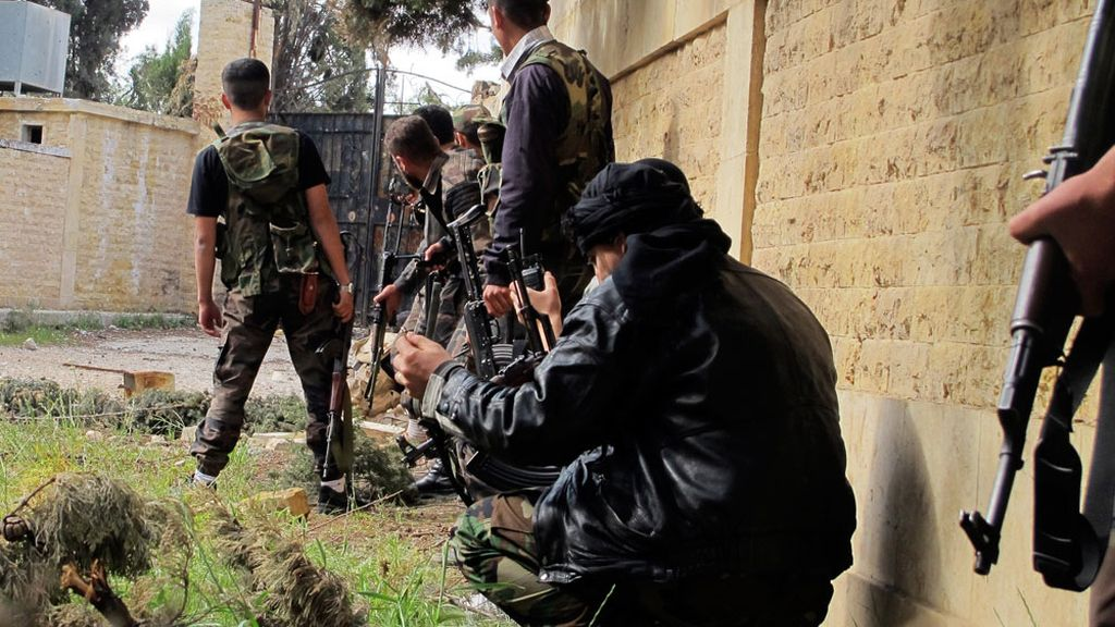 Fuerzas de Al Assad y Hezbolá se enfrentan a los rebeldes en Siria